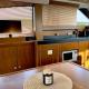 Motoryacht-charter-bavaria-virtess-420-Fly-IPS-spaceship-saloon-6-marina-punat-kroatien-korocharter